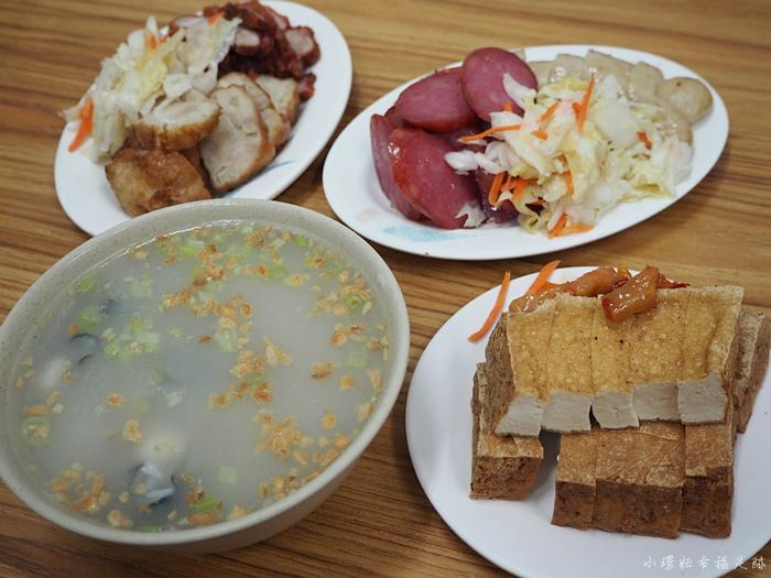 【台中第五市場美食】蚵仔粥,拼盤份量超可怕!加映太空紅茶冰