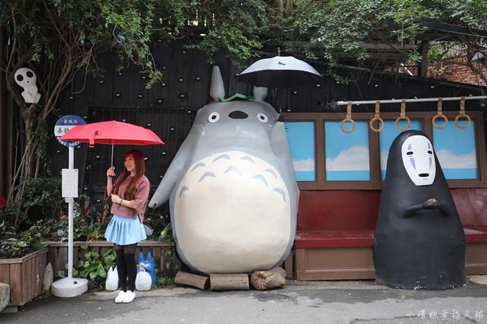 【台中景點】大里龍貓車站,陪龍貓和最新的無臉人一起等公車