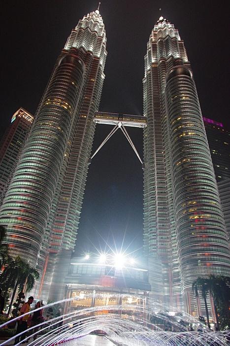 【馬來西亞吉隆坡必去景點】雙子星大樓+Suria KLCC購物中心 @小環妞 幸福足跡