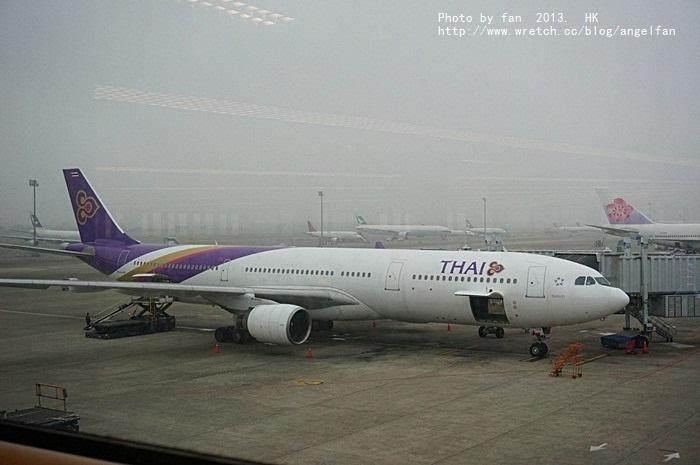 [2013香港自由行] 泰國航空初體驗,台灣香港好近喔!