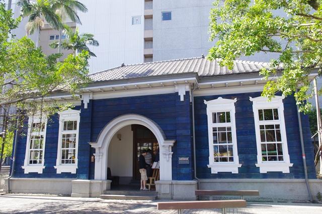 [宜蘭景點美食]˙馬路旁的和洋式藍色建築˙舊宜蘭監獄門廳 @小環妞 幸福足跡