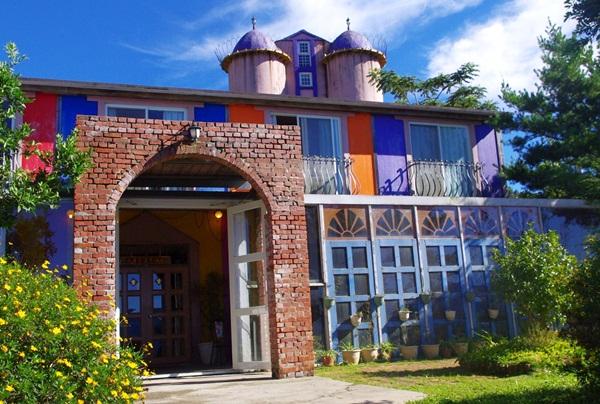 [南投住宿] 聚彩園民宿~清境最高的民宿,打翻調色盤的彩色童話小屋