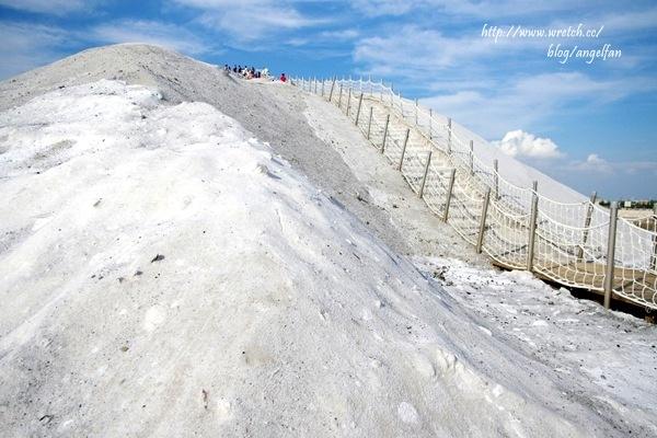 [台南旅遊景點推薦] 七股鹽山,炎炎夏日怎麼下起雪了,南極冰山搬到台灣來! @小環妞 幸福足跡
