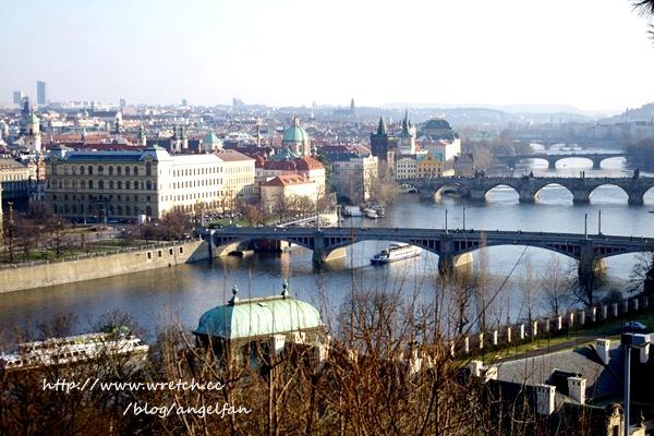 ❤Love in 捷克-12❤數數看?布拉格古橋一覽無遺~黃金巷。Hanavsky Papilon餐廳。驚魂記