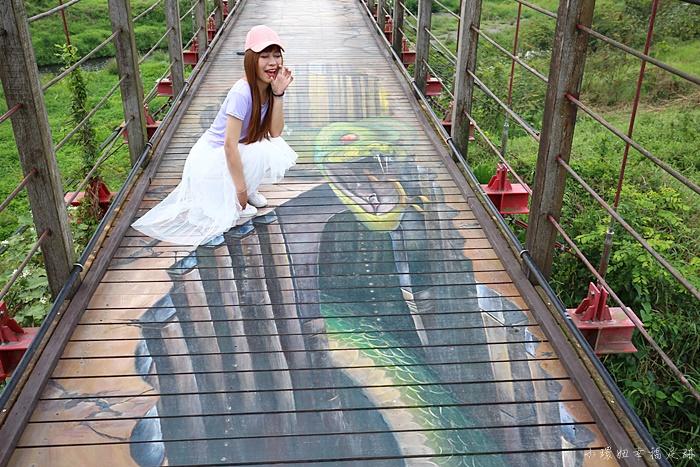 【萬巒吊橋彩繪】屏東景點,超逼真的3D彩繪,怪物鯊魚就在眼前 @小環妞 幸福足跡