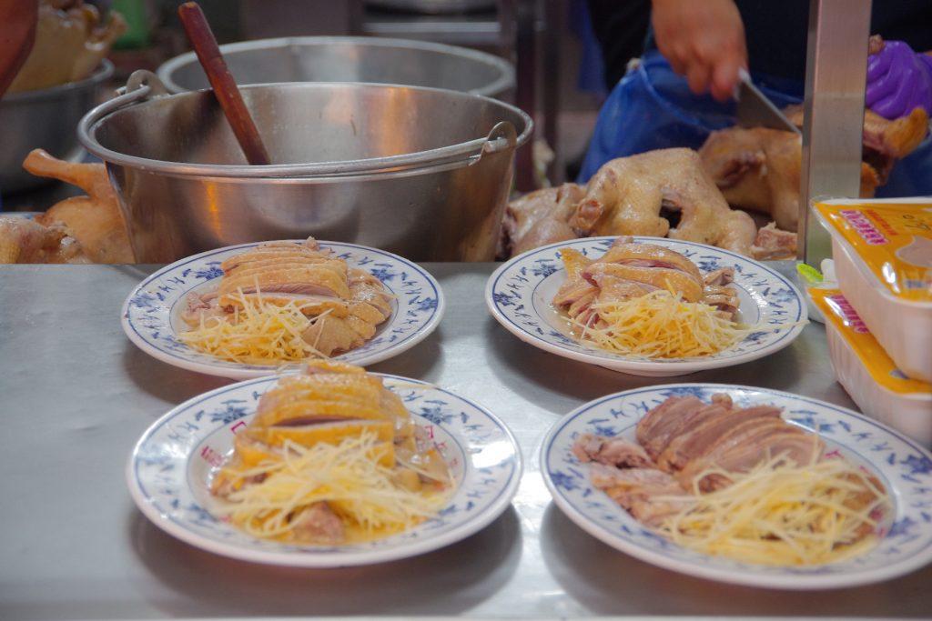 【金山鴨肉ㄜˋ】金山老街必吃美食,金包里老街廟口端盤奇景 @小環妞 幸福足跡