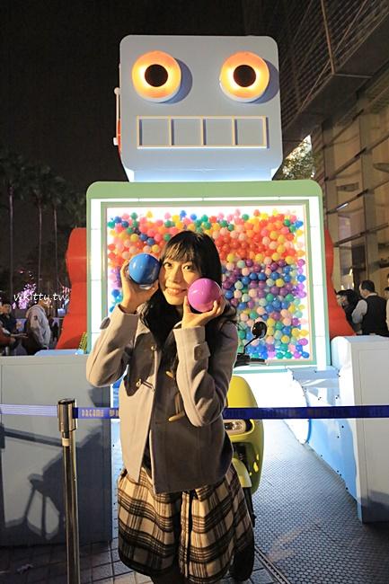 【高雄夢時代扭蛋機】復古巨型機器人扭蛋機,試試你新年的手氣唷