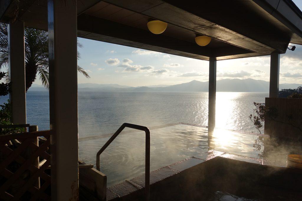 【鹿兒島指宿住宿】吟松花之溫泉飯店,頂樓展望海景大浴場看日出