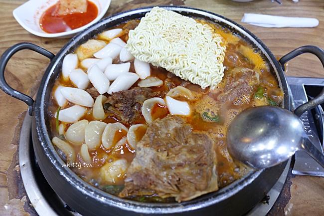 【首爾馬鈴薯排骨湯】二代祖豬骨湯,24小時餐廳,又辣又濃郁的鍋物 @小環妞 幸福足跡