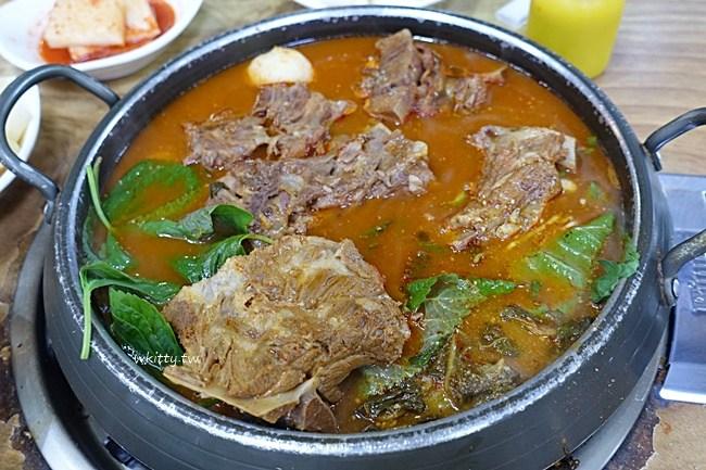 首爾豬骨湯推薦-二代祖豬骨湯-首爾好吃馬鈴薯排骨湯 @小環妞 幸福足跡