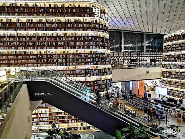 【首爾IG打卡景點】星空圖書館,巨型書櫃夢幻浪漫,星空下閱讀~ @小環妞 幸福足跡