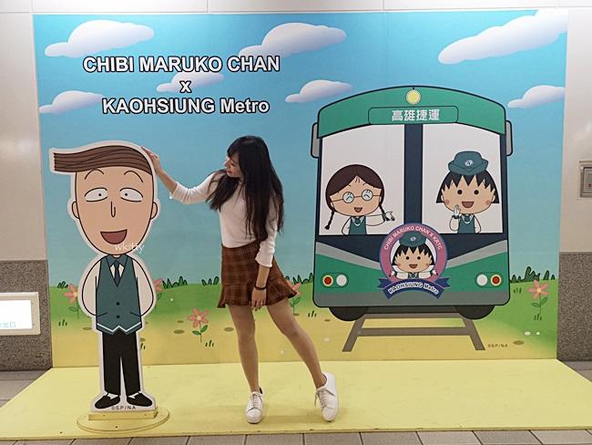 【高雄捷運櫻桃小丸子】十周年慶特展,37個站都有小丸子紀念章 @小環妞 幸福足跡