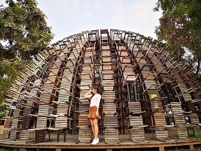 【高雄駁二椅子樂譜】1137張椅子所搭建而成裝置藝術,非常好拍! @小環妞 幸福足跡
