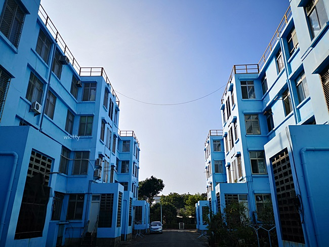 【宏南社區】高雄IG熱門打卡景點,兩排對稱的藍色建築IG上爆紅 @小環妞 幸福足跡