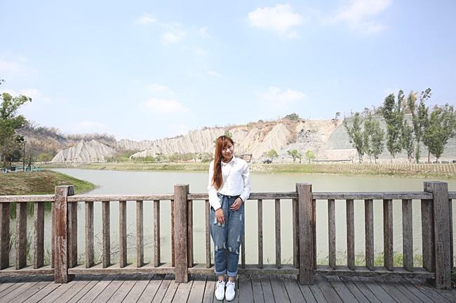 【高雄田寮景點】月世界地景公園,好像阿姆斯壯漫步於月球~ @小環妞 幸福足跡