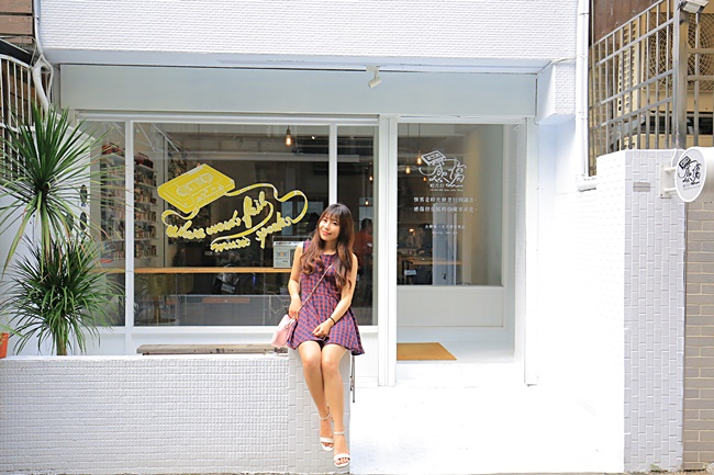 【台中感傷唱片行】咖啡-甜點-卡帶專賣店,坐上時光機回憶舊時光! @小環妞 幸福足跡