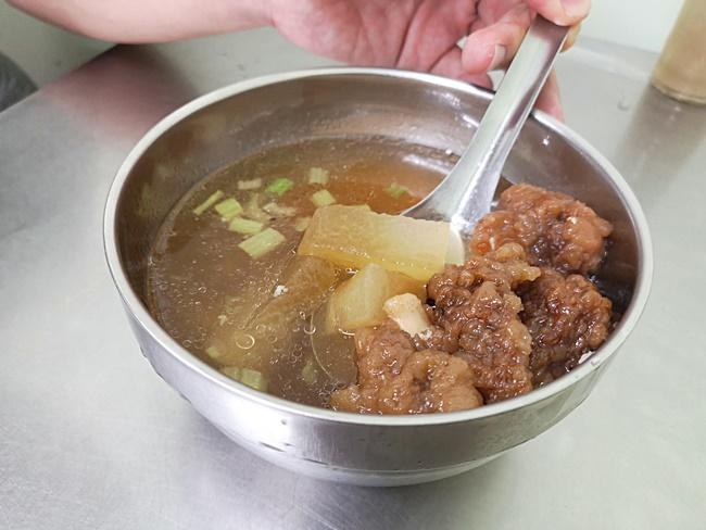 【嘉義火雞肉飯推薦】阿霞火雞肉飯,文化路夜市內好吃平價美食 @小環妞 幸福足跡