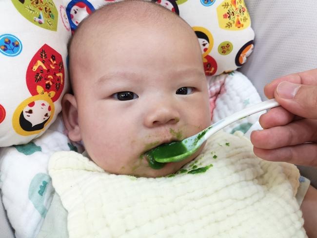 【四個月嬰兒副食品】小松菜泥,小松菜米糊,營養成分超高的蔬菜 @小環妞 幸福足跡