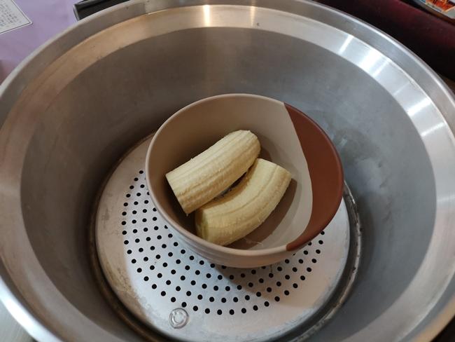 【副食品食譜】香蕉泥,外出旅行好選擇,不用攪拌器也可輕鬆完成 @小環妞 幸福足跡
