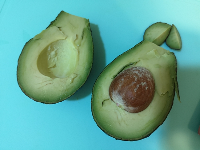 【4m-5m寶寶副食品菜單】酪梨泥,號稱幸福果,營養價值最豐富水果 @小環妞 幸福足跡
