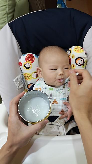 【4到5個月寶寶副食品】白蘿蔔泥,白蘿蔔米糊,微甜,豐富維他命C @小環妞 幸福足跡