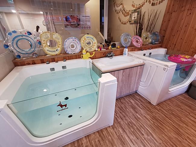 【寶寶游泳SPA】班比親子游樂館-台北中和館,帶嫩嬰去游泳放電啦 @小環妞 幸福足跡