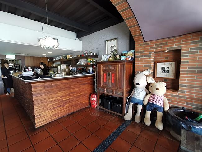 【淡水餐廳推薦】長堤咖啡LB CAFE,餐點好吃,眺望觀音山淡水河畔 @小環妞 幸福足跡