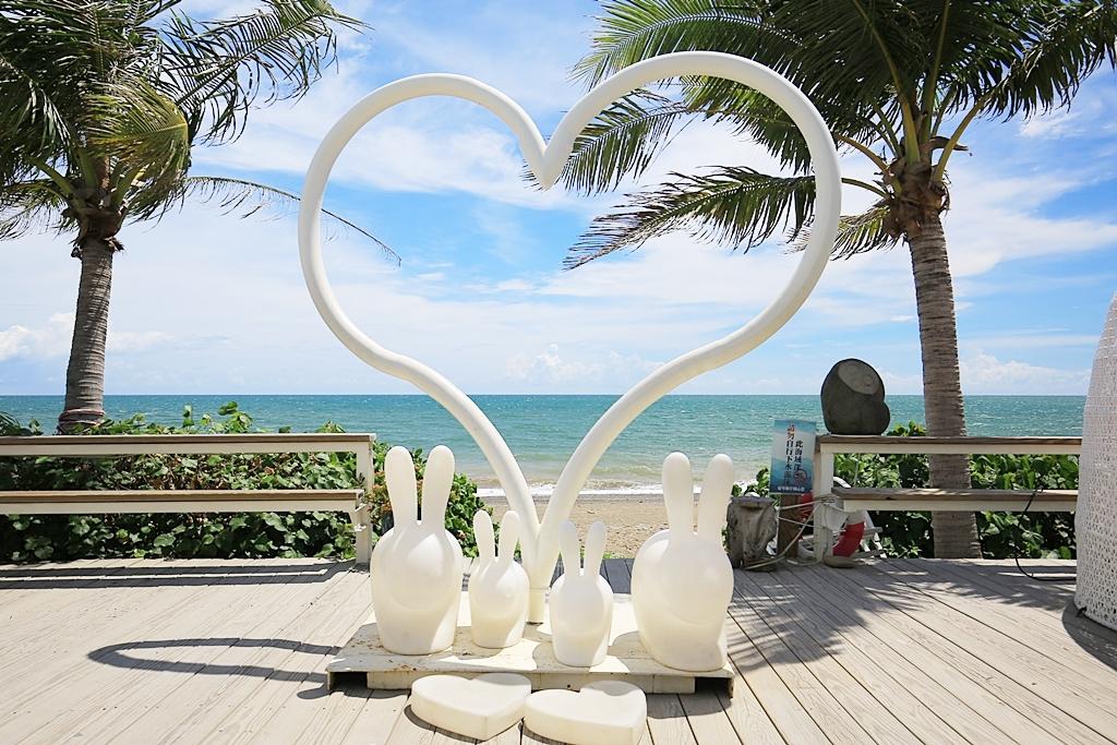 【愛琴海咖啡餐廳】往墾丁沿途必停景點,百萬海景第一排,夢幻月亮鞦韆! @小環妞 幸福足跡