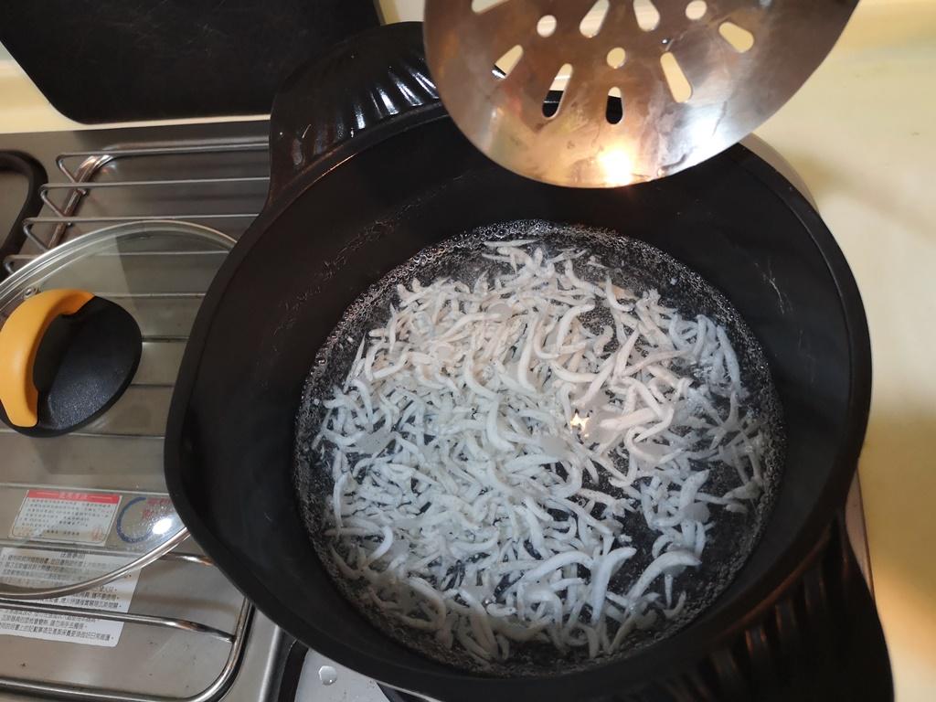 【寶寶副食品5m】吻仔魚粥,香氣濃郁高鈣料理,大人也想要盛一碗 @小環妞 幸福足跡
