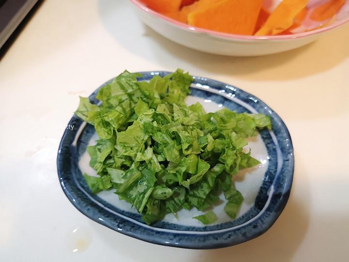 【寶寶8個月副食品】南瓜麵線烘蛋,好吃的點心,寶寶手指食物推薦 @小環妞 幸福足跡