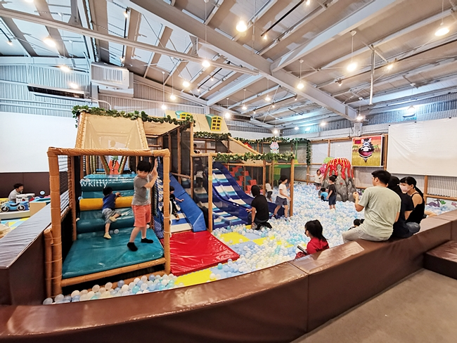 【台中親子餐廳推薦】小島3.5度-Island Aurora台中冒險館,超夯要先預約! @小環妞 幸福足跡