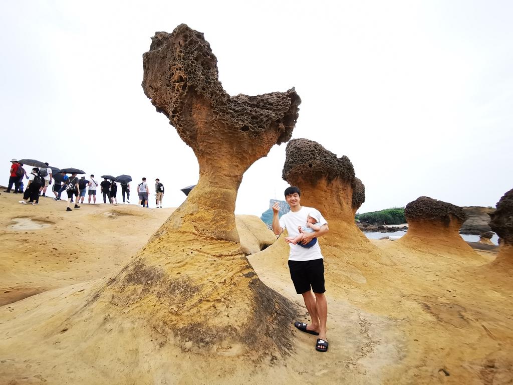 【野柳地質公園】尋找女王頭首要任務GO,奇形怪狀的岩石,美麗的海岸線風光 @小環妞 幸福足跡