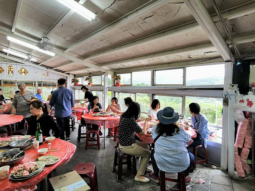 【陽明山美食餐廳】青菜園,竹子湖餐廳,平凡鐵皮屋有爆滿人潮,大啖放山雞和野菜 @小環妞 幸福足跡